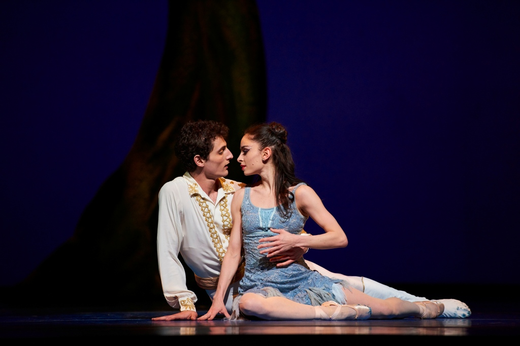 Dores André and Carlo Di Lanno in in Wheeldon's Cinderella©. (© Erik Tomasson)