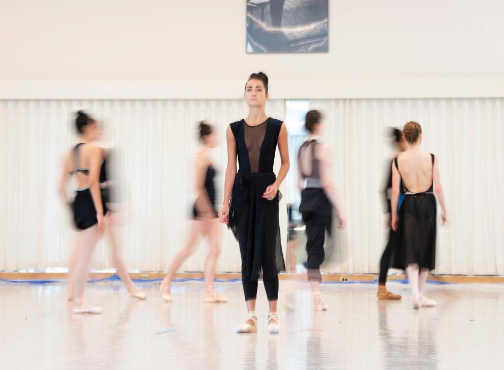 Mathilde Froustey rehearsing Cathy Marston's Mrs. Robinson // © Erik Tomasson