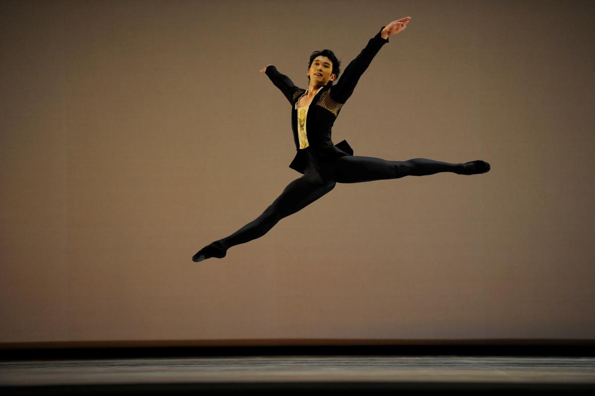 Hansuke Yamamoto in Possokhov' Classical Symphony // © Erik Tomasson