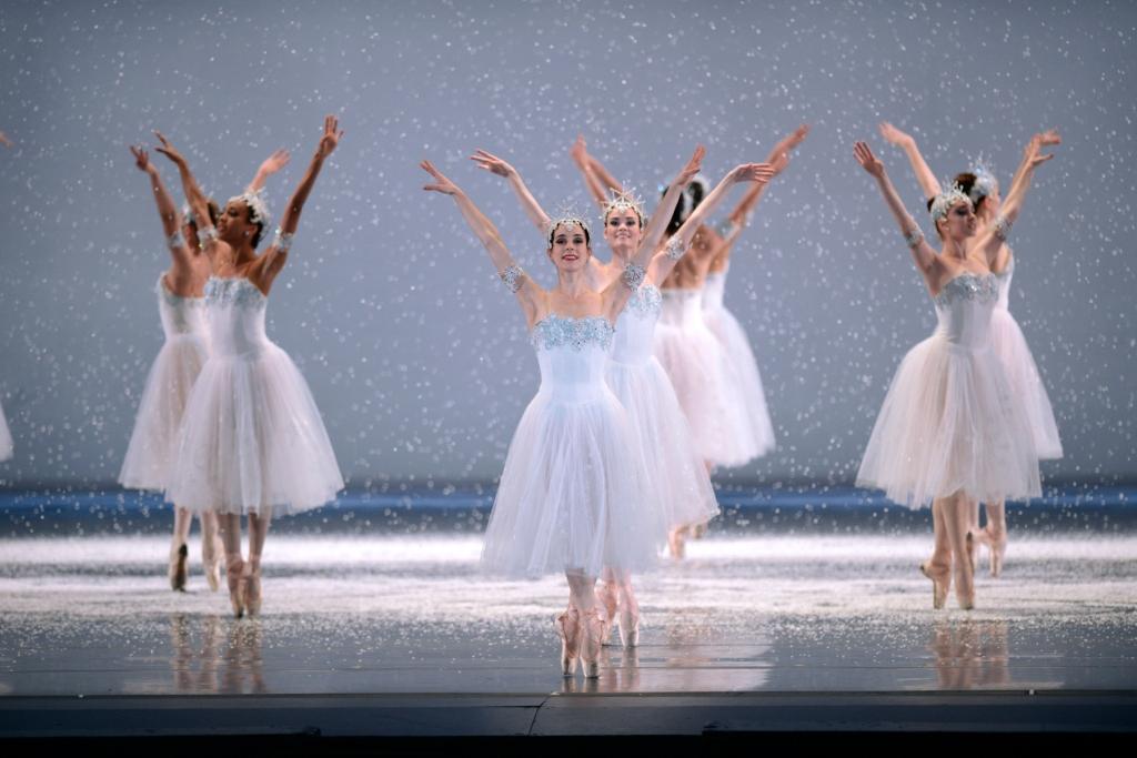 San Francisco Ballet in Tomasson's Nutcracker. (© Erik Tomasson) *** Local Caption *** NUT12BAK-_ETP3913