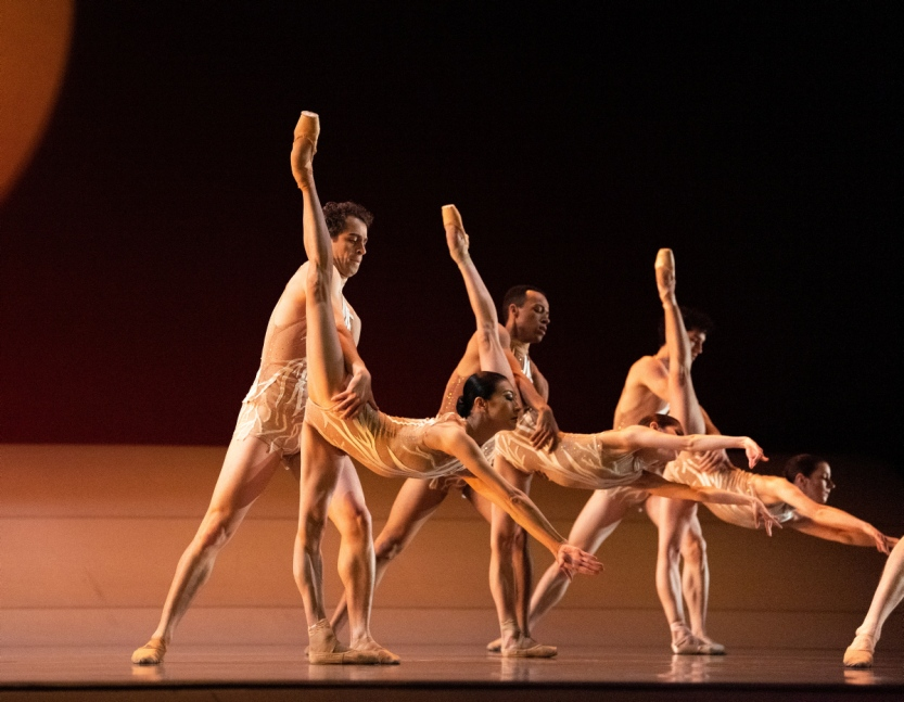 San Francisco Ballet in Liang's The Infinite Ocean. (© Erik Tomasson)